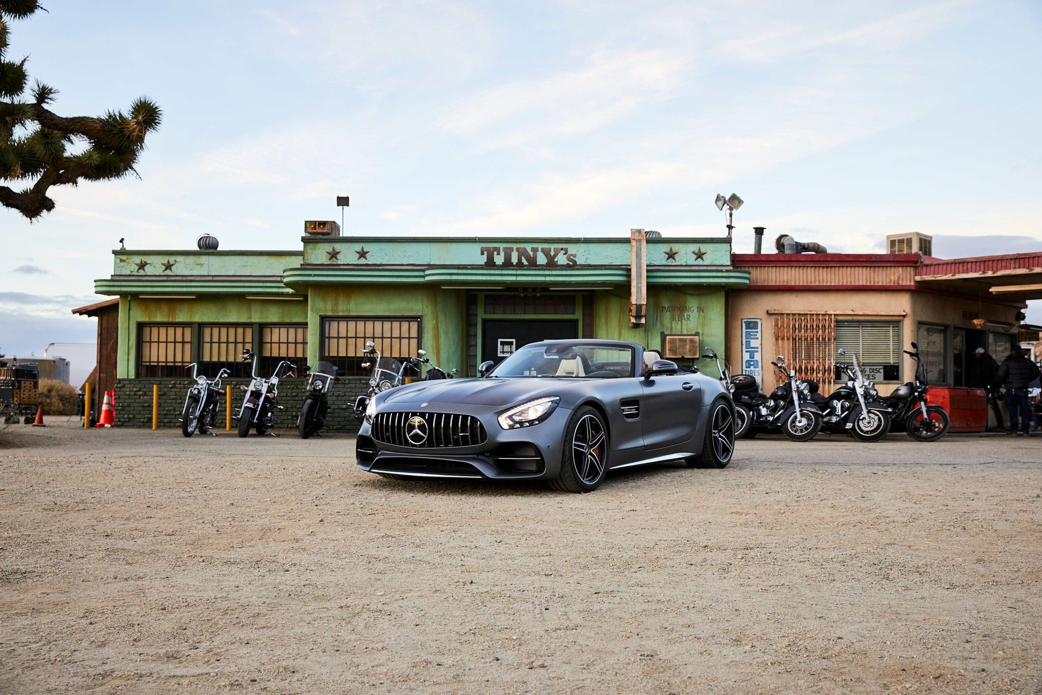 Mercedes Amg Gt Roadster Stars In Super Bowl Commercial Gallery Via Motor Trend News Iphone App Mercedes Amg Mercedes Amg