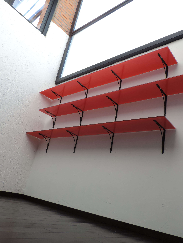 Se construyo un tapanco forrado de duela de madera color for Cocina separada por un techo de vidrio