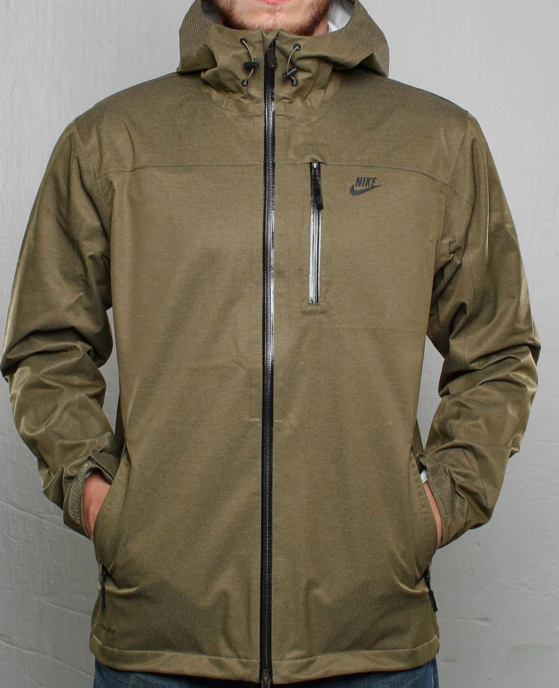 Mens Nike Storm Fit Shell Coat. Size UK Small. Nike product 419020-232.  Waterproof zips. Stay Dry. Sealed seams to keep water out. Chest pocket for  MP3. 4d440037c