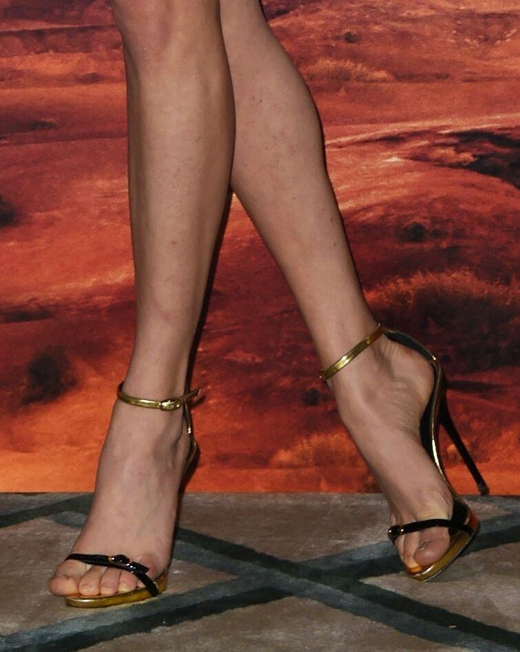 Sofia Vergara Gets Her Toes Sucked - CelebTab