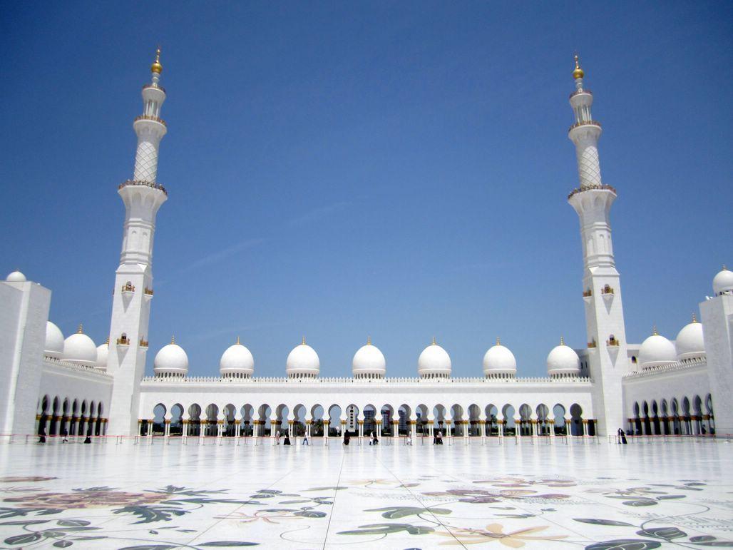 La simetría hecha arte: Mezquita de Sheikh Zayed, en Abu Dhabi (EAU).   Matemolivares