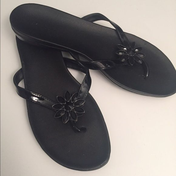 fd5e07bd43e5 Black sandals Beautiful and comfy sandals with decorative flower. I usually  wear a 7.5 and they fit me perfectly. Liz Claiborne Shoes Sandals