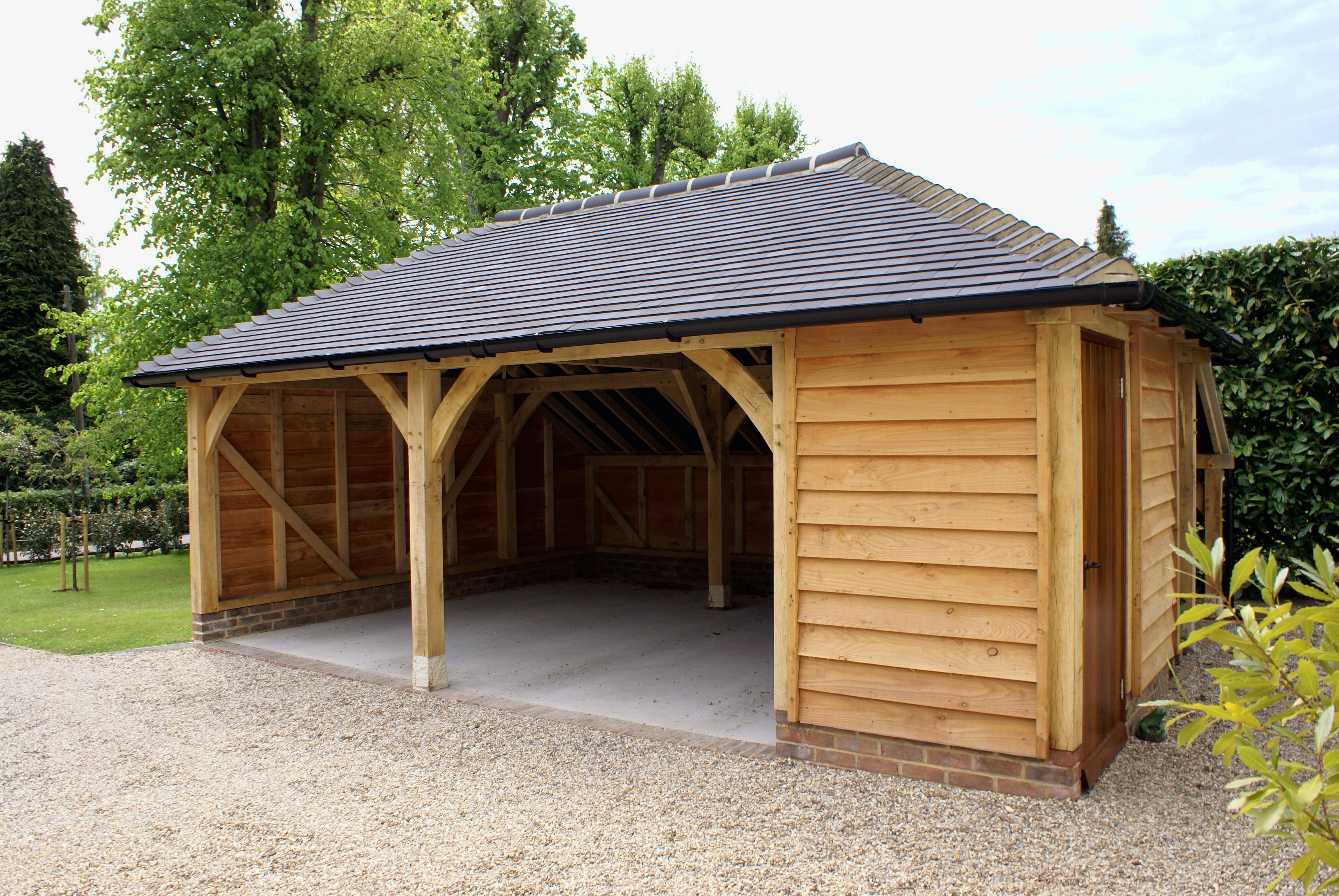 2 & a half bay oak frame garage with a fully hipped roof