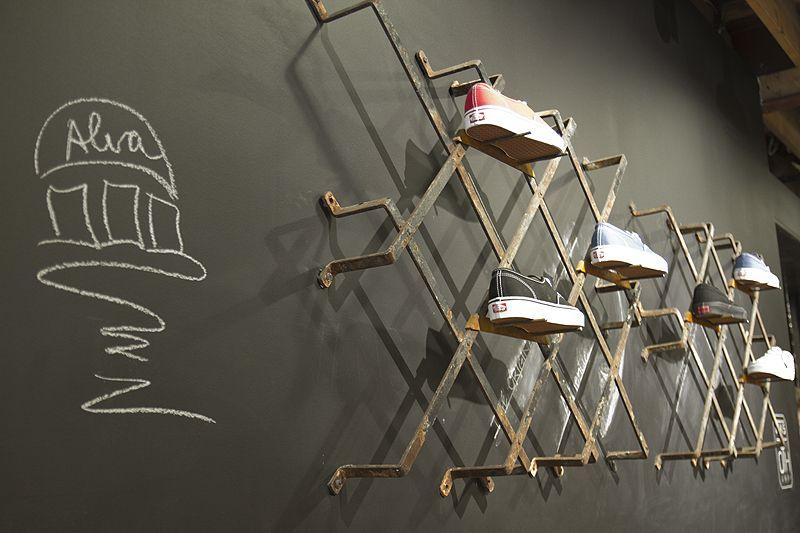 off the hook montreal shop interior boutique pinterest. Black Bedroom Furniture Sets. Home Design Ideas