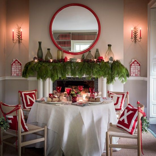 weihnachten tisch kamin deko tannenzweige rote glaeser - wohnzimmer deko weihnachten