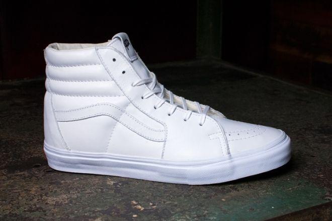 8096bed1d5 2019 的 Vans Vault 发布全白鞋款 Old Skool   Sk8 Hi LX