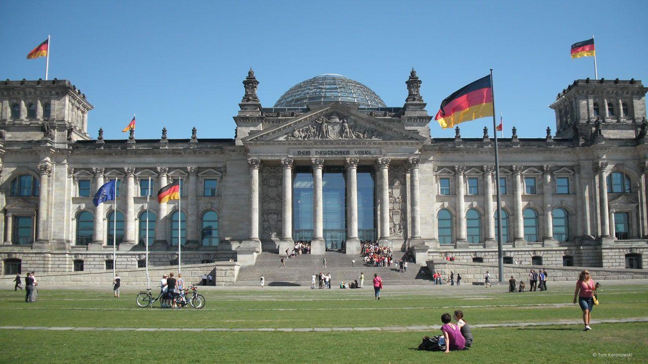 Deutscher Bundestag Im Reichstagsgebaude Berlin Das Reichstagsgebaude Des Deutschen Bundestages In Berlin Is Reichstagsgebaude Deutscher Bundestag Berlin Stadt