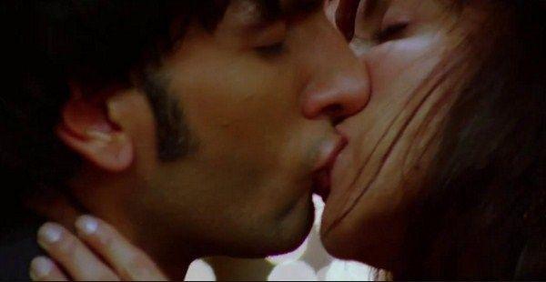 Bollywood latest kissing videos