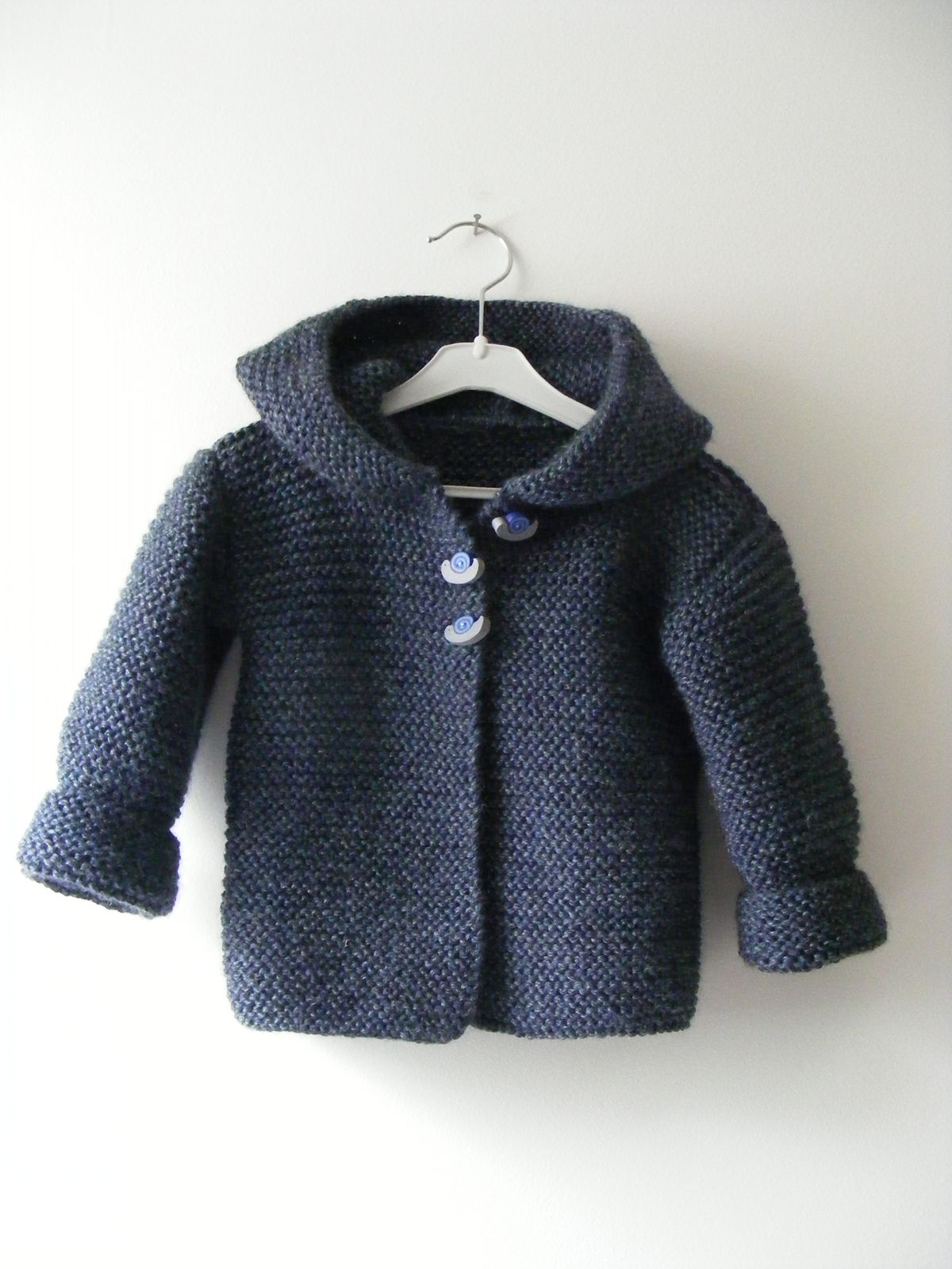 Ravelry: Paletot à capuche / Hooded baby jacket pattern by Mme ...