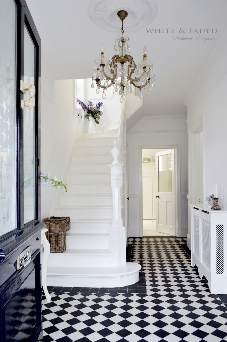 Victorian black and white tiles #hallwaydecorations
