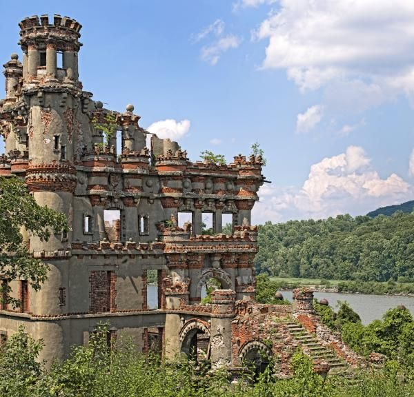Castles In America Bannerman Castle On Pollepel Island In The Hudson River New York Castles In America Most Haunted Places Castle