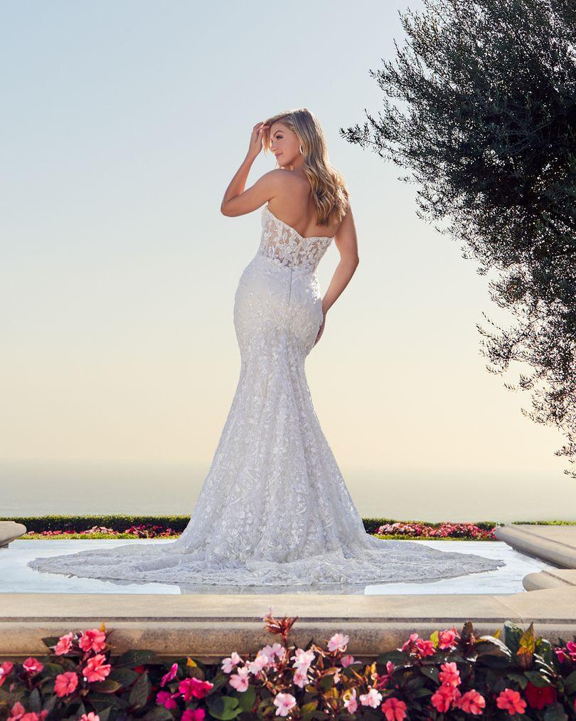 Style 2448 Jocelyn Strapless Lace Wedding Dress By Casablanca Bridal In 2021 Strapless Lace Wedding Dress Fit And Flare Wedding Dress Glamourous Wedding Dress [ 1013 x 810 Pixel ]