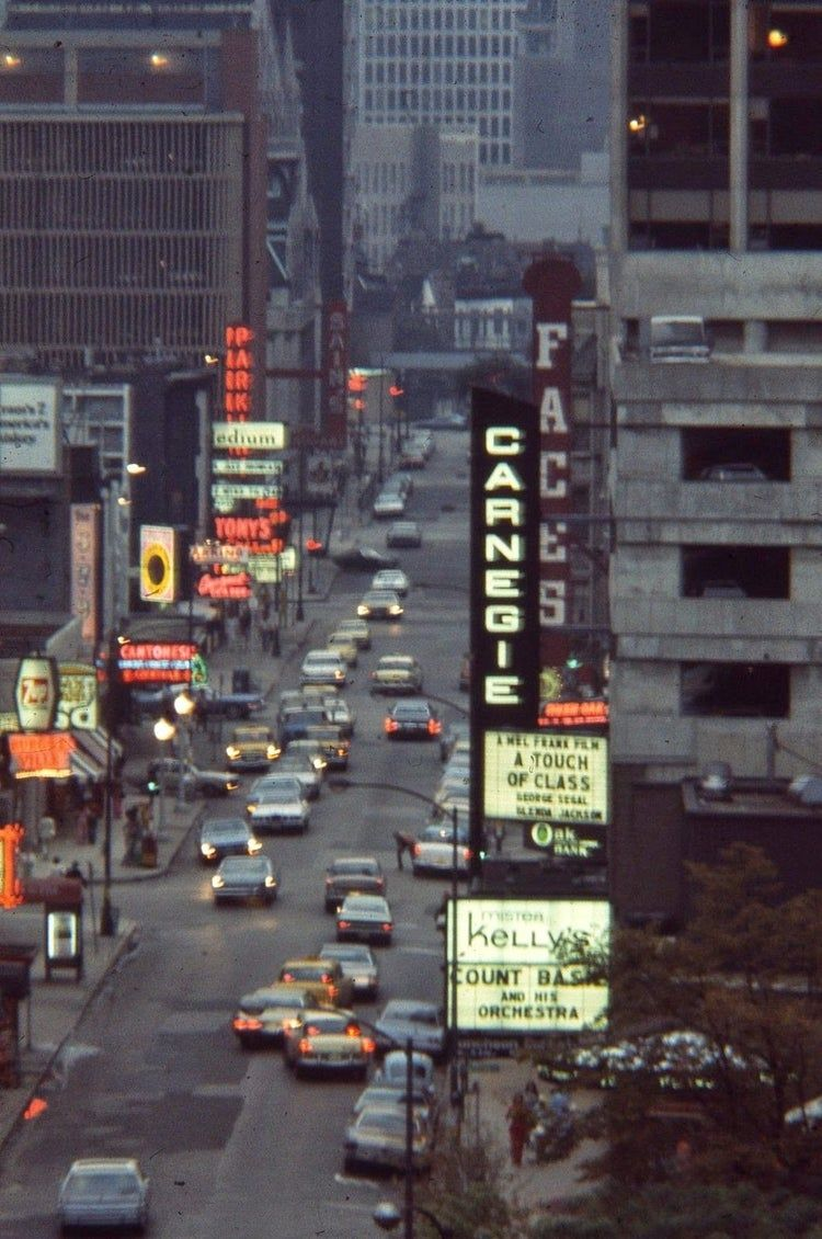 Pictures Of Chicago From Between The 1960s And 1970s Vintage Everyday In 2020 Chicago Photos Rush Street Chicago Chicago Street