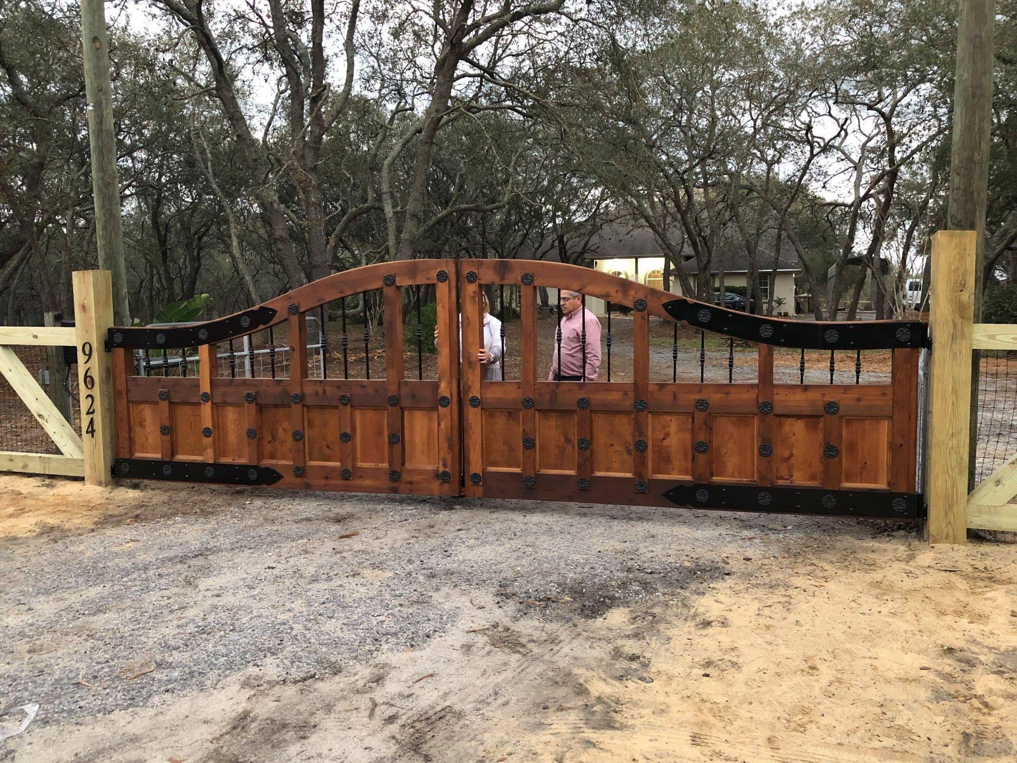 Custom Old World Style Wood Entry Gate Design Mossy Fence