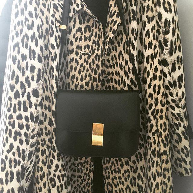 I made you look 👀 #ootd #dotd #celine #celineboxbag #boxbag #vintage #leopard #coat #acne #acnescarf #outfit