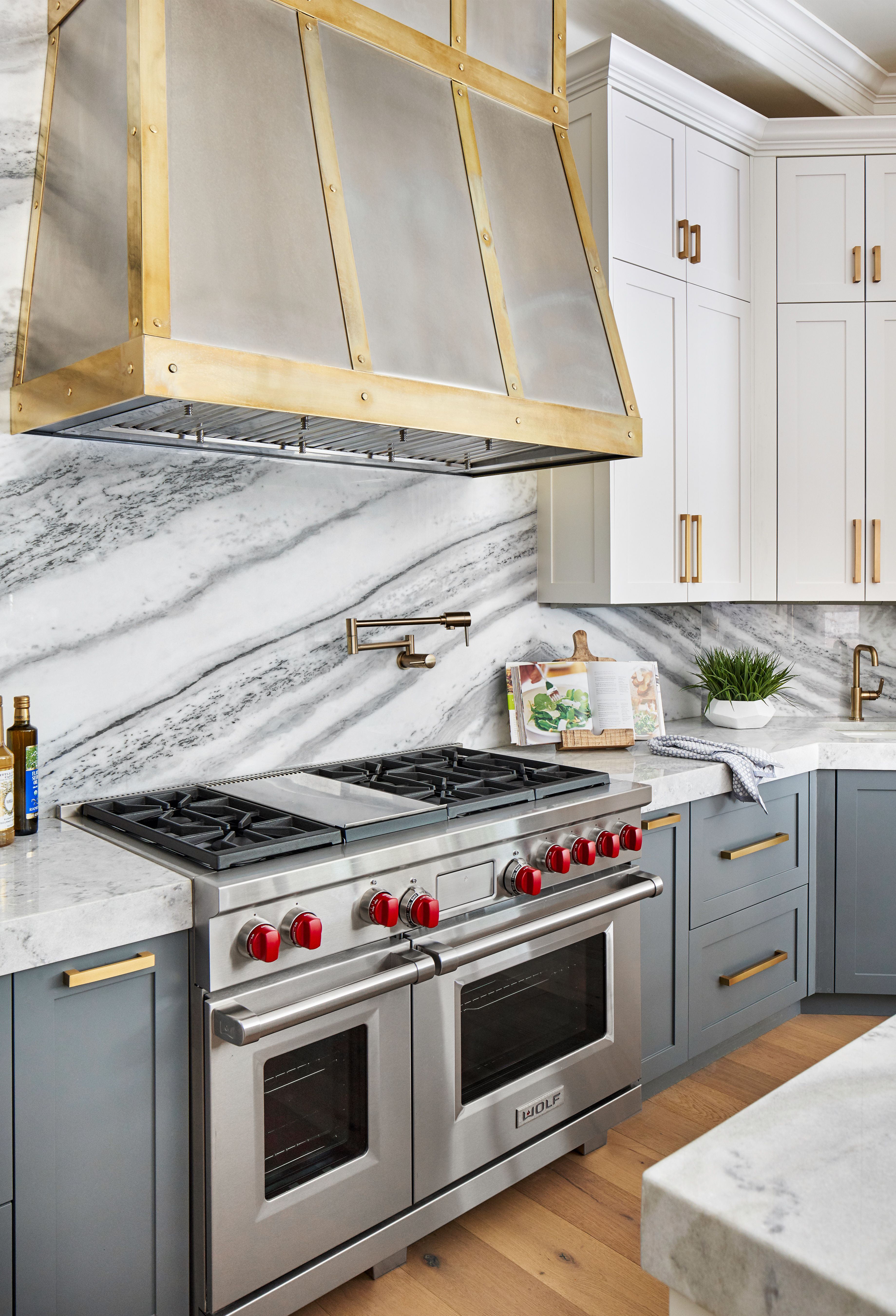 Custom Stainless Range Hood With Antique Gold Strapping And Marble Backsplash Marble Countertops Kitchen Kitchen Hoods Stainless Range Hood