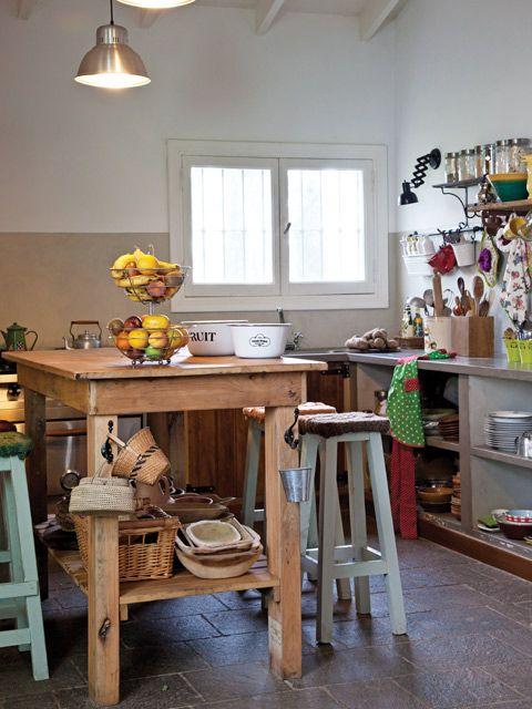 Tres casas con estilo campo | Cocinas rústicas, Banquetas y Casa de ...