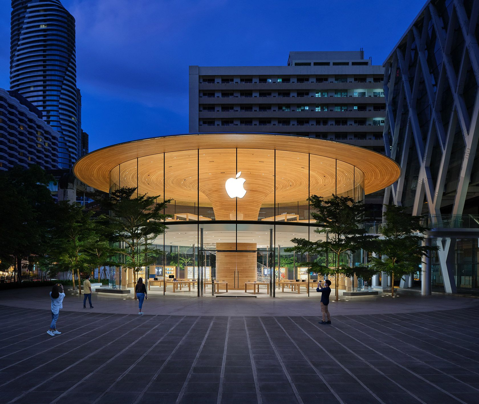 Inside The Stunning New Apple Store In Thailand In 2020 Architecture Details Tree Canopy Glass Facades