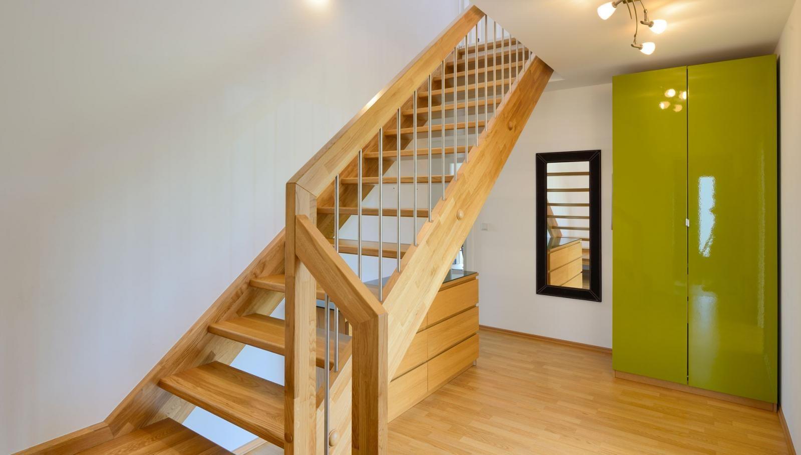 klassische holz podest treppe haus grauer fertighaus weiss treppen stairways pinterest. Black Bedroom Furniture Sets. Home Design Ideas