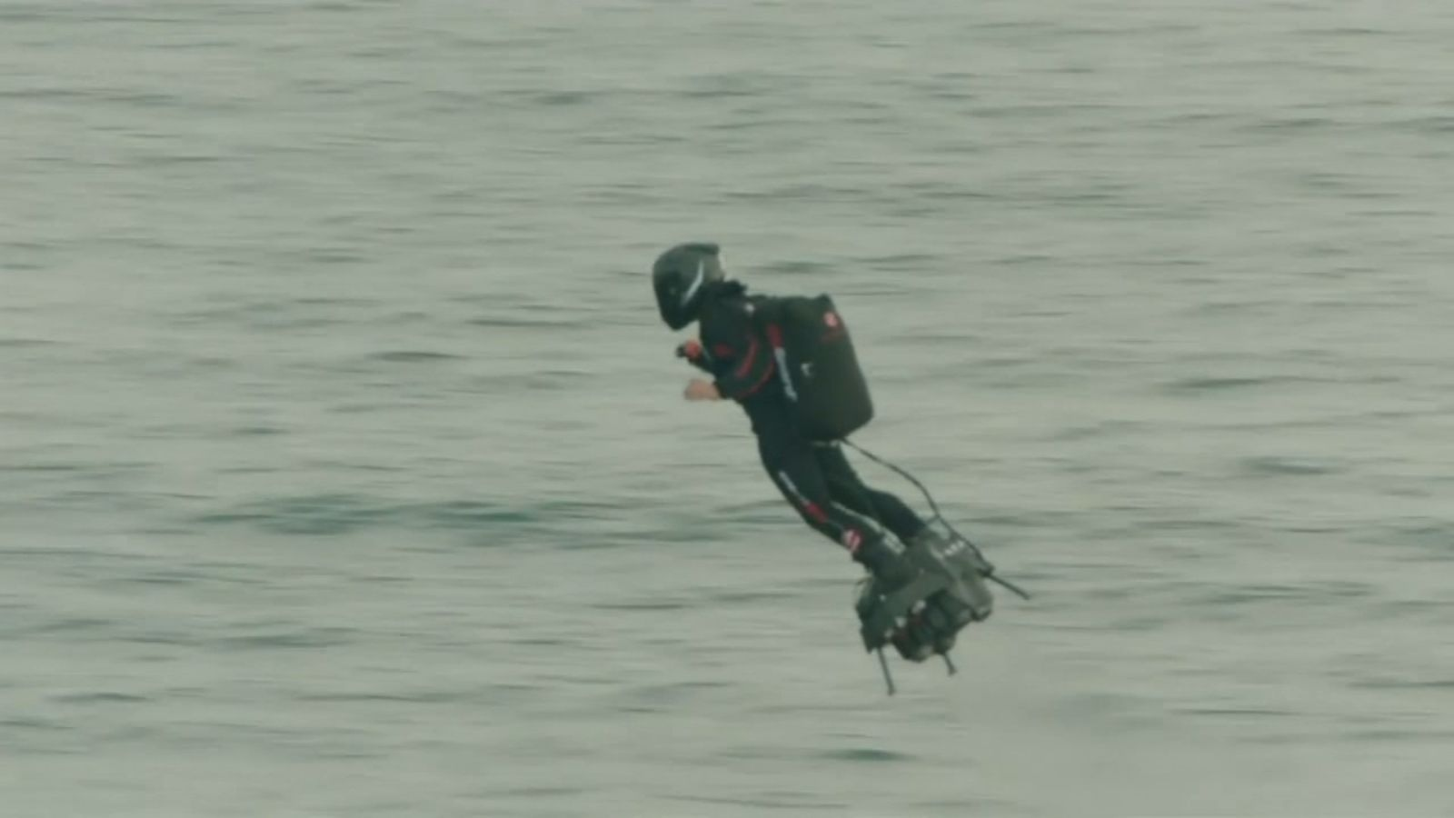 French Hoverboard Inventor Franky Zapata Successfully Flies Over English Channel For The First Time Abc7ny Com English Channel Hoverboard Flyboard