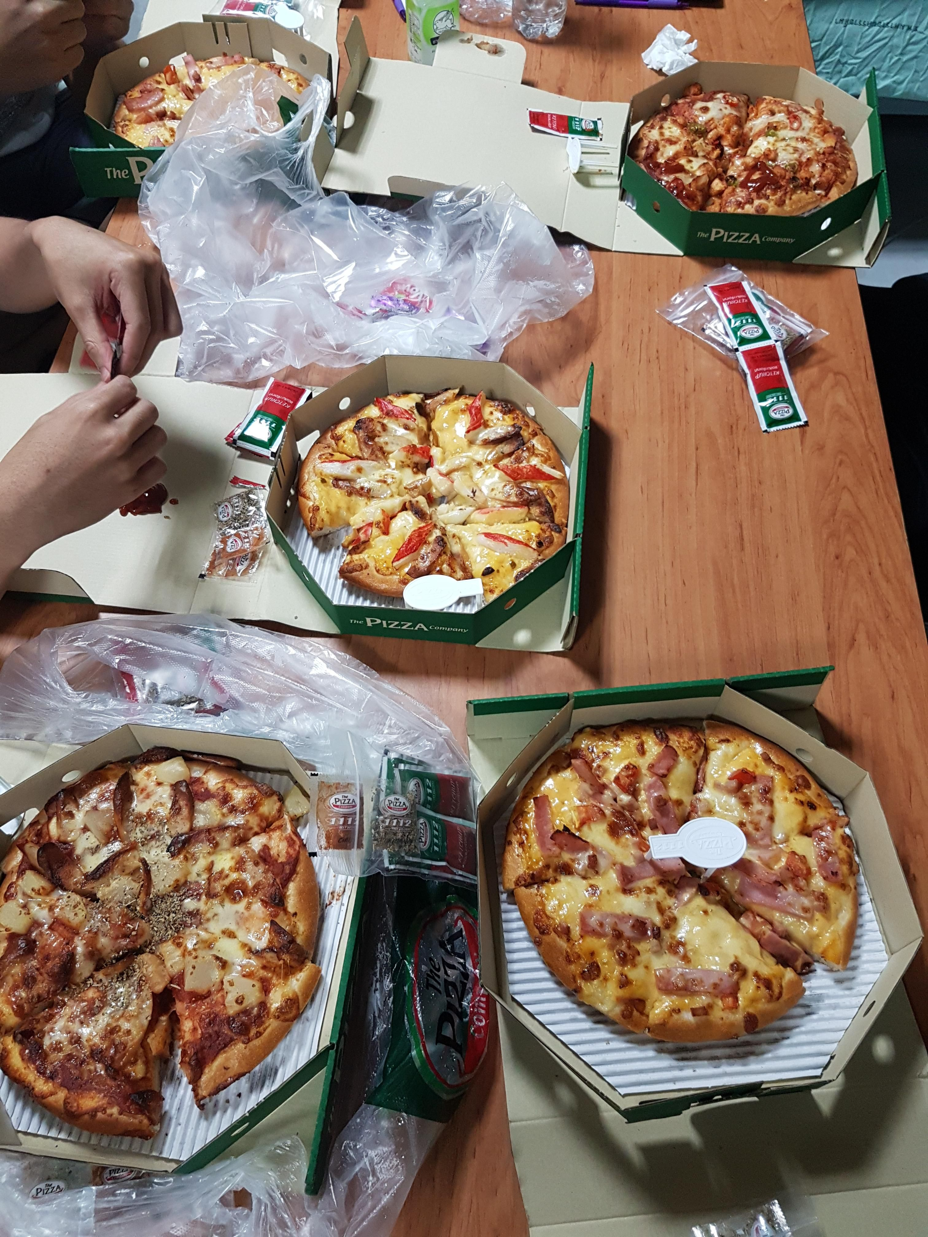 I Ate Pizza Party With Friends Food Snapchat Food Delicacy Food