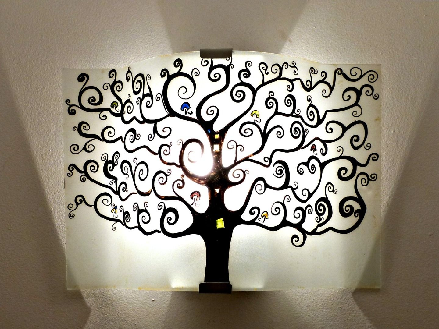 luminaire applique murale noire et blanc arbre de vie. Black Bedroom Furniture Sets. Home Design Ideas