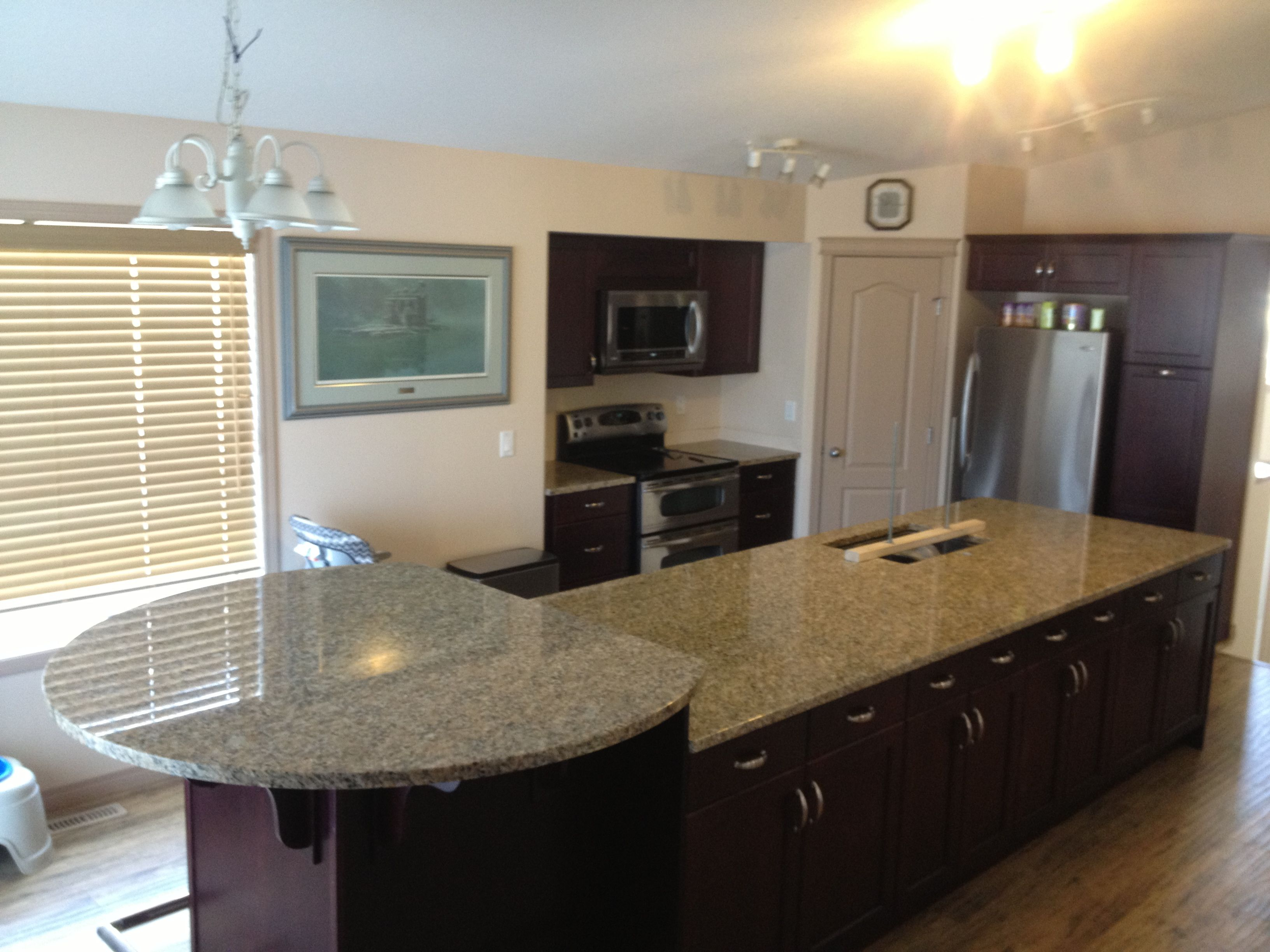 Granite tops with raised round circle bar