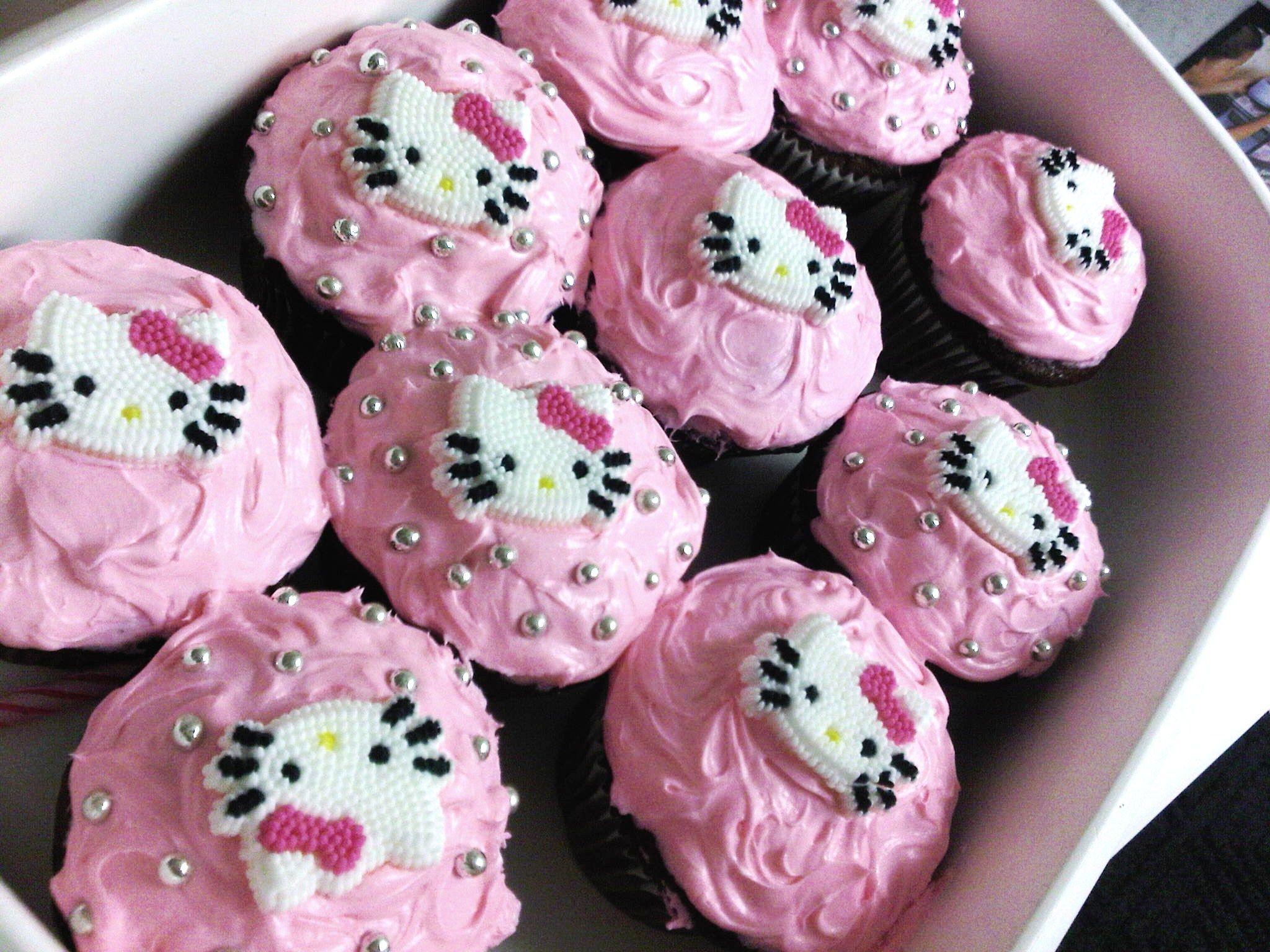 cute hello kitty cupcakes