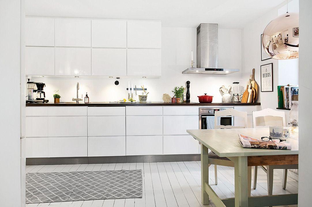 Snyggt handtagslöst kök från kvik kitchen kitchens