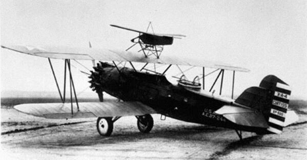 GL-3ターゲットドローン(GL-3 targetdrone)。米国のマッククフィールドなる兵器の試験場にてテストされたドローン。砲術訓練のサポートを意図していて有人複葉機の翼上から発射できる設計だった。