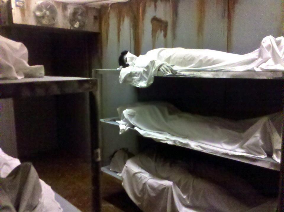 Morgue freezer haunt decor ideas pinterest haunted for Haunted house scene ideas