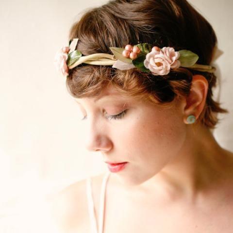 peinados para novias con tiara de flores u pelo corto tocados pinterest tiara de flores peinados para novia y pelo corto