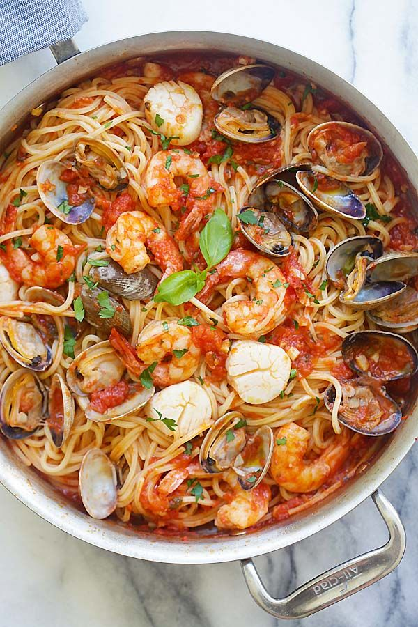 58d33355 One Pot Seafood Pasta - easy seafood pasta cooked in one pot. Quick and  delicious dinner that you can whip up in less than 30 mins. from  @rasamalaysia