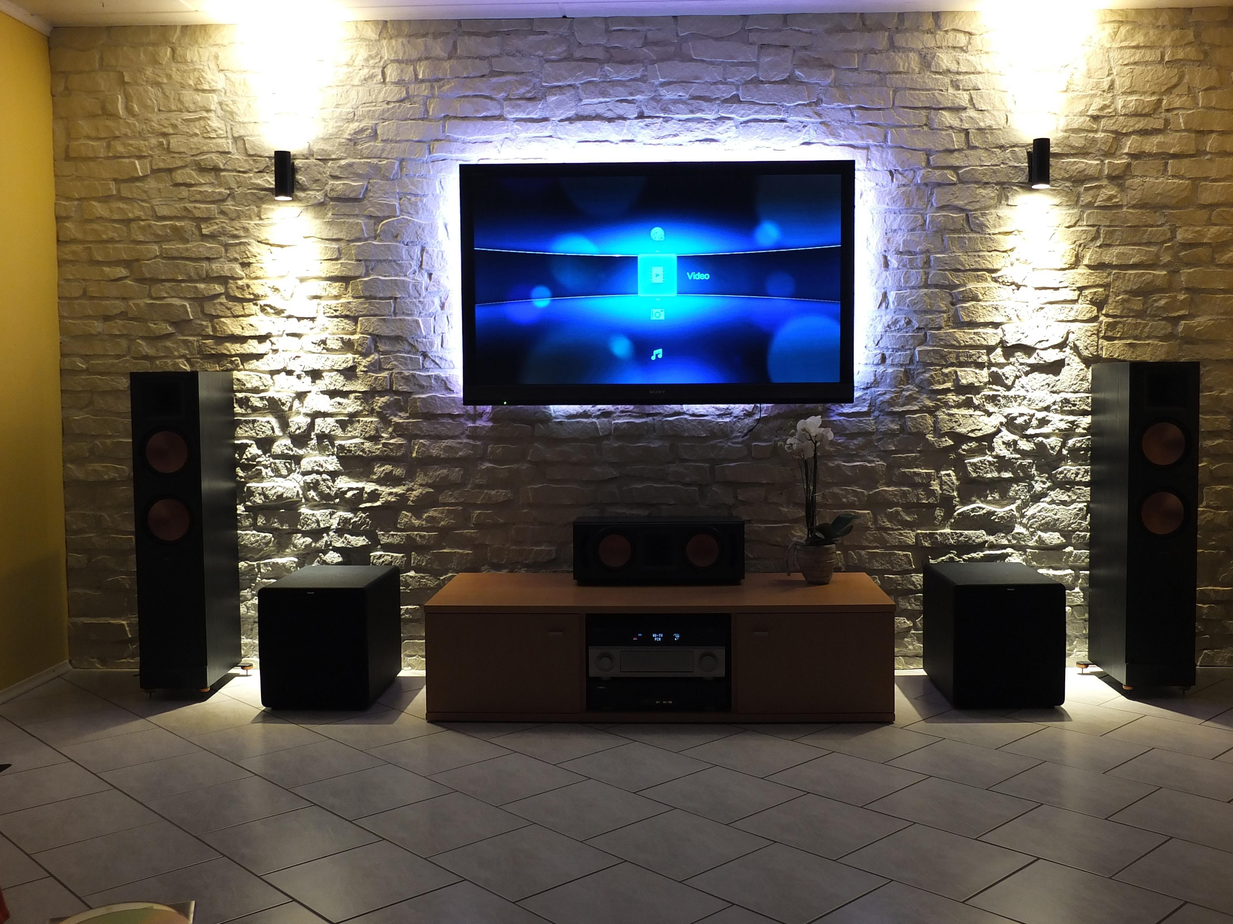 Fernseher wohnzimmer ~ Ideen den fernseher auf originelle weise im wohnbereich