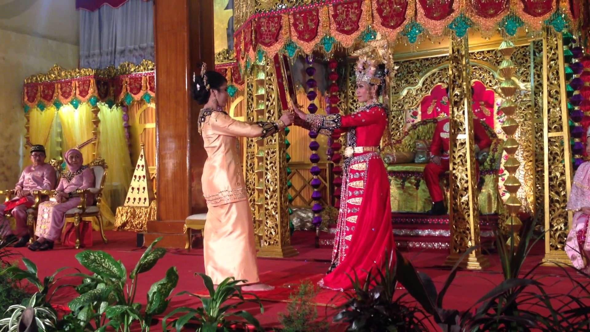 Image result for pakaian adat gorontalo biliu dan puade Dan