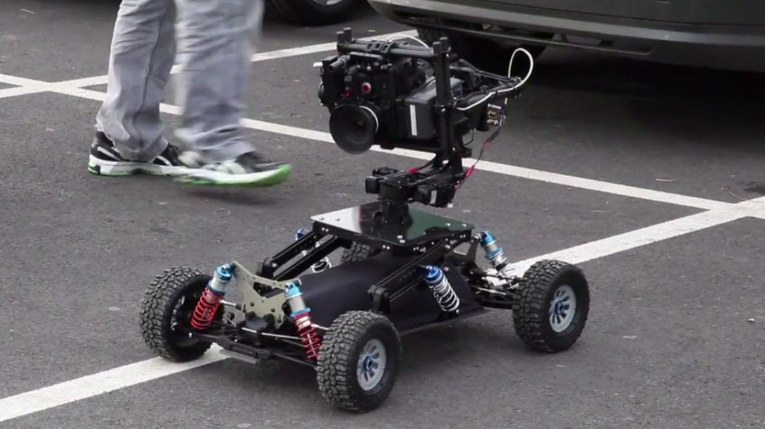 This is what you get when you puta BBC wildlife cameraman (Rob Drewett)and a buggy racer/design engineer (Andy Nancollis) together in the same workspace: a really sweet looking 4WD buggy that can pack your camera over all sorts of terrain at speeds of up to 40mph. Collectively called Motion Impossible, the two based the BuggyCam …