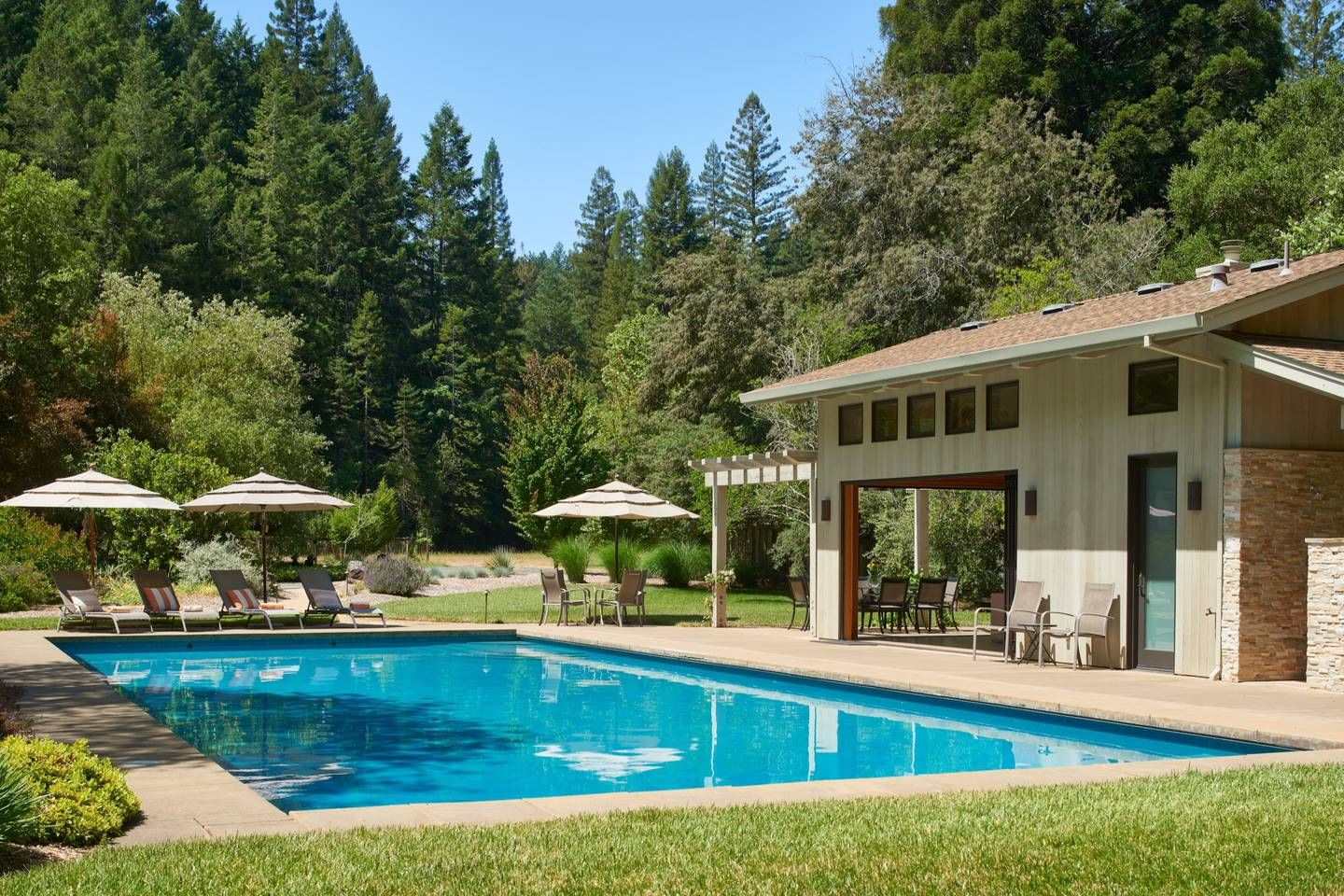 Luxury, gated 5BR/4BA wine country estate w/pool Houses