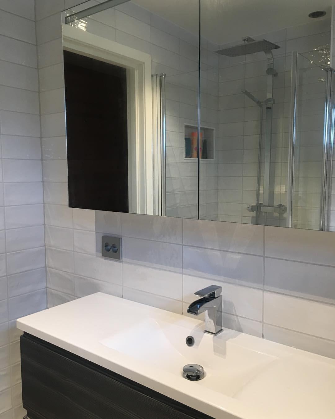 Photo of Snart ferdig bad- gjenstår lys i speilskap fra #inr og de siste små detaljer. …