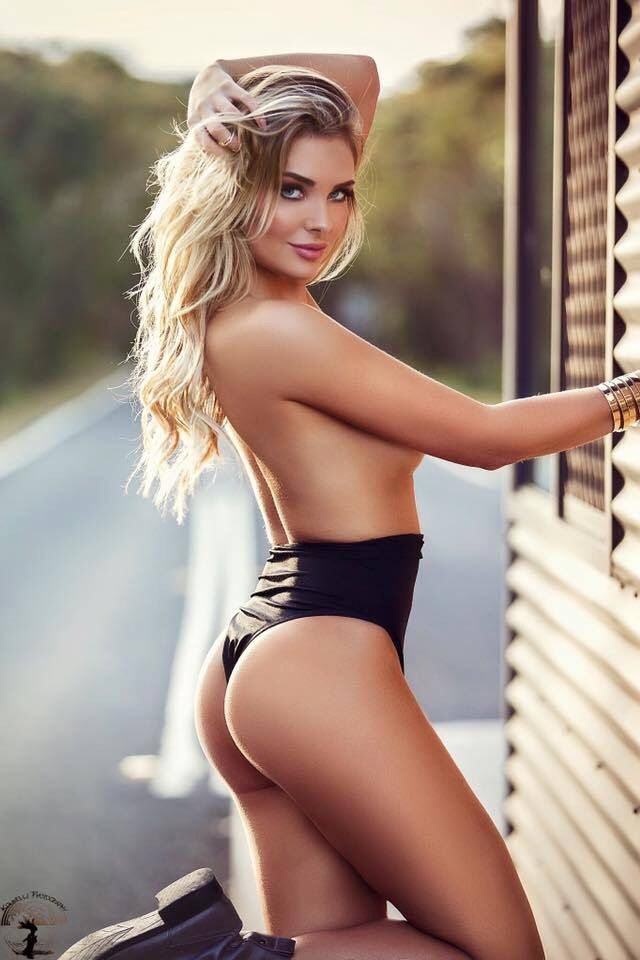 Gorgeous Blondes With Nice Asses