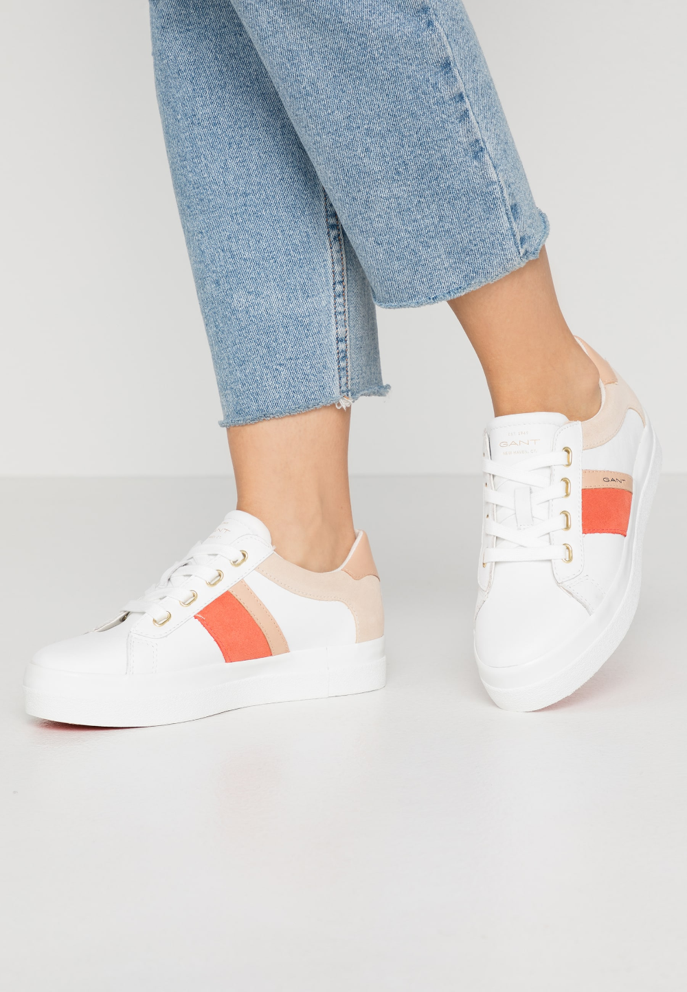 AVONA Sneaker low bright whitecoral @ </p>