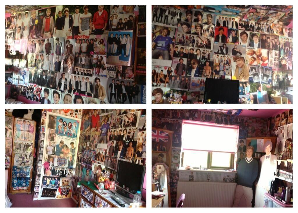 """Fan wall: """"even the ceilings full"""""""