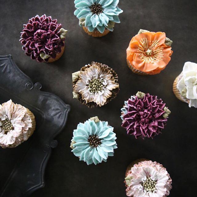 ㅡ 원하는 계획한색. 정확히 조색. 정확한 파이핑. 균형. . . 🤓 ㅡ B course  #compositebouquet #flower #cake #flowercake #partycake #birthday #weddingcake #cupcake #buttercreamcake #buttercream #designcake #soocake #플라워케익 #수케이크 #꽃스타그램 #컵케익 #컵케이크 #플라워컵케익 #버터크림플라워케이크 #베이킹클래스 #플라워케익클래스 #웨딩케이크 #생일케익 #크리스마스로즈 #스카비오사 #치자꽃 #양귀비 #花 #蛋糕 #花蛋糕  www.soocake.com vkscl_energy@naver.com