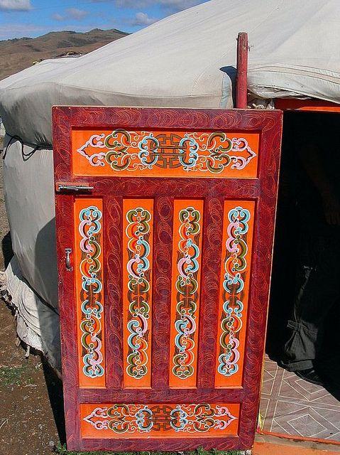 Mongolia Door Of A Yurt Avec Images Mongolie Porte Bois Yourte