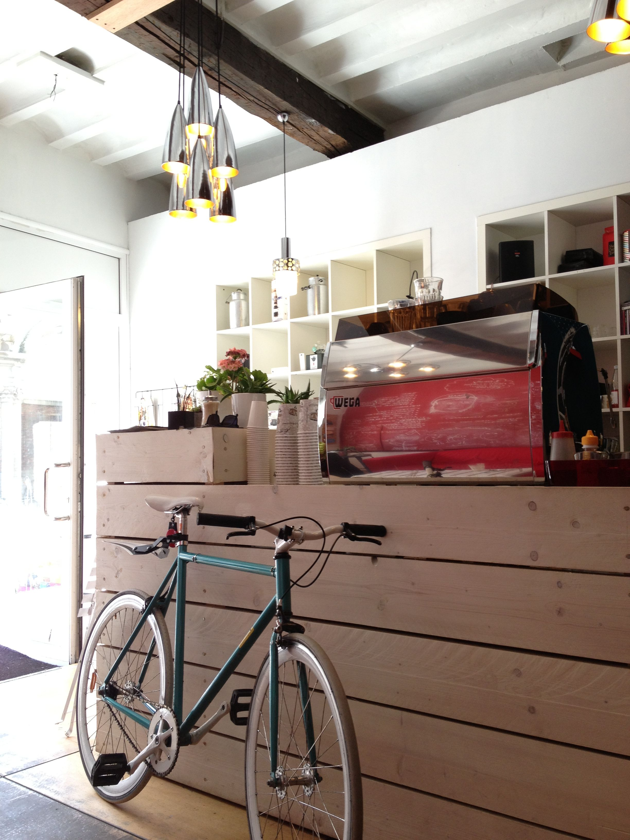 Leuven - Noir Koffiebar ☕️ | Coffee places, Espresso bar, Leuven