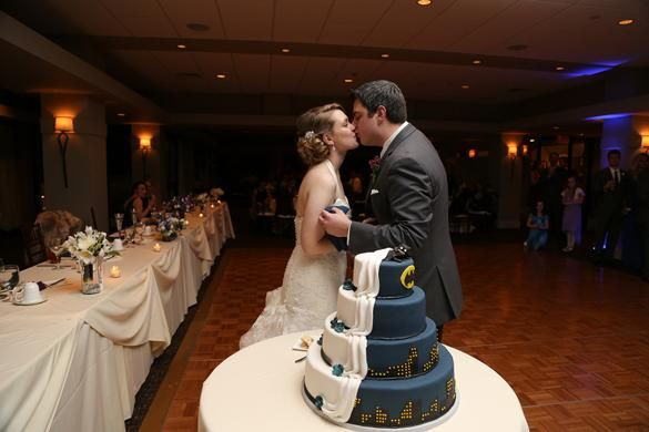#Wedding #BrideandGroom Hmmmmm... That's one heck of a compromise on a bride/groom wedding cake!! Good idea! What do you think?