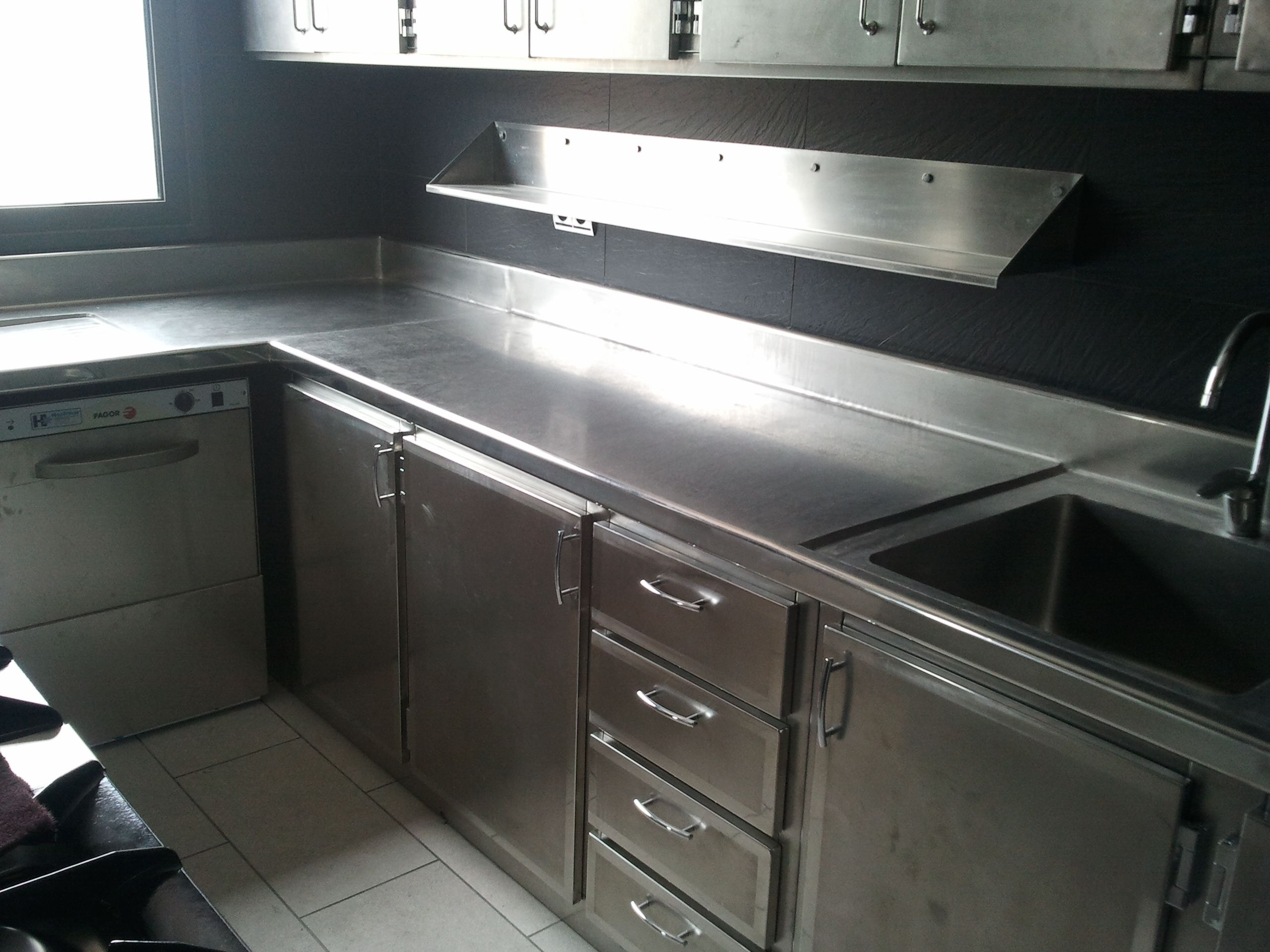 Muebles de cocina en acero inoxidable buscar con google for Muebles echeverria