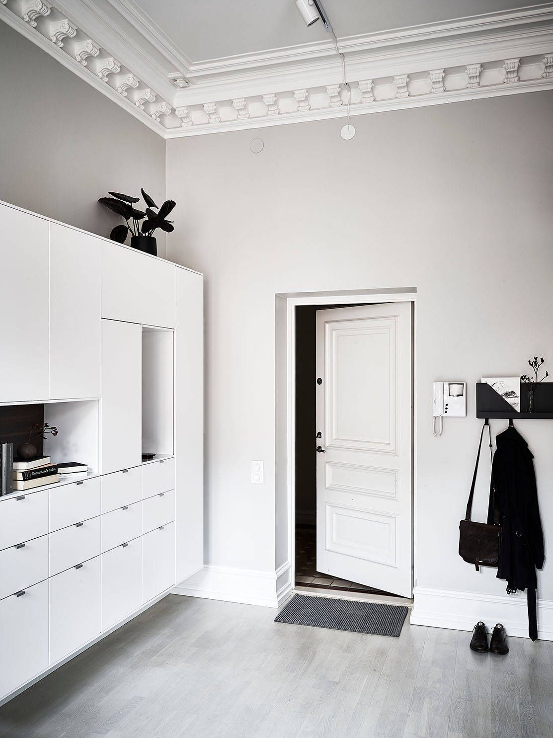 Long hallway decor ideas  Beautiful duplex home  via Coco Lapine Design  Hallway  Pinterest