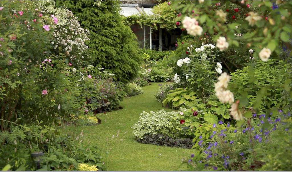 D co jardin anglais jardins garden jardins jardin - Petit jardin romantique tours ...