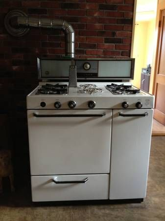 """A rare """"Righty"""" in Winter White. Magee gas and gas stove"""