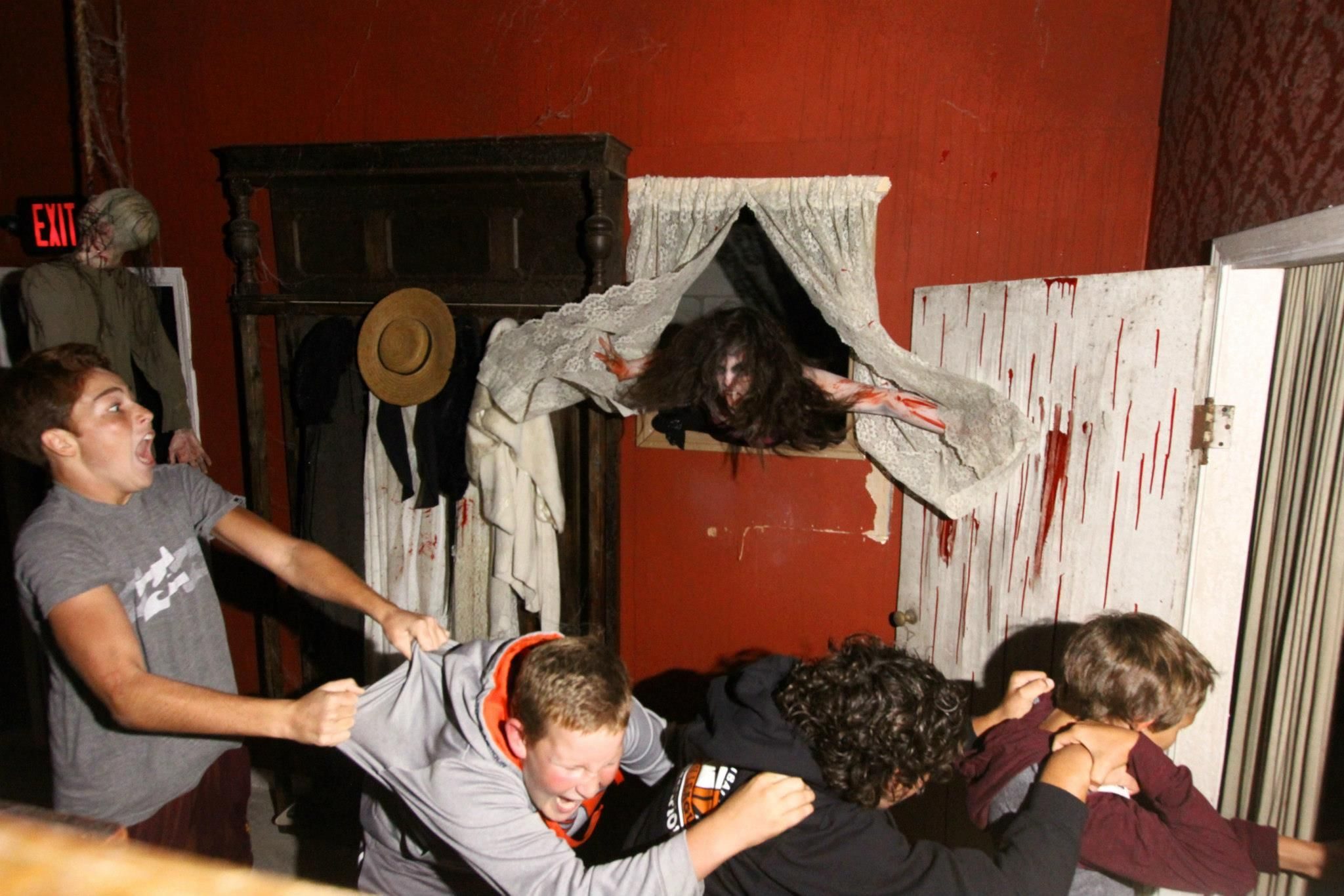 indoor haunted house maze ideas | Overall Rating of Reign of Terror 2012:  4.5 Skulls
